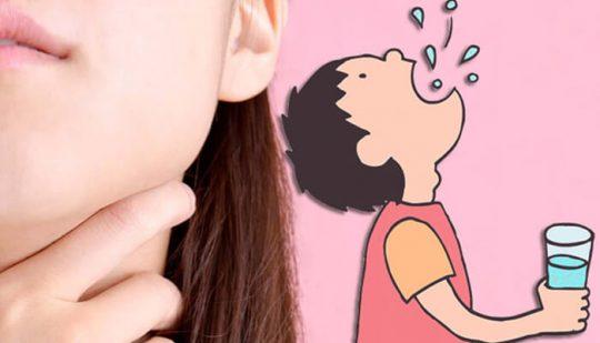 Súc miệng nước muối loãng giúp giảm ho hiệu quả