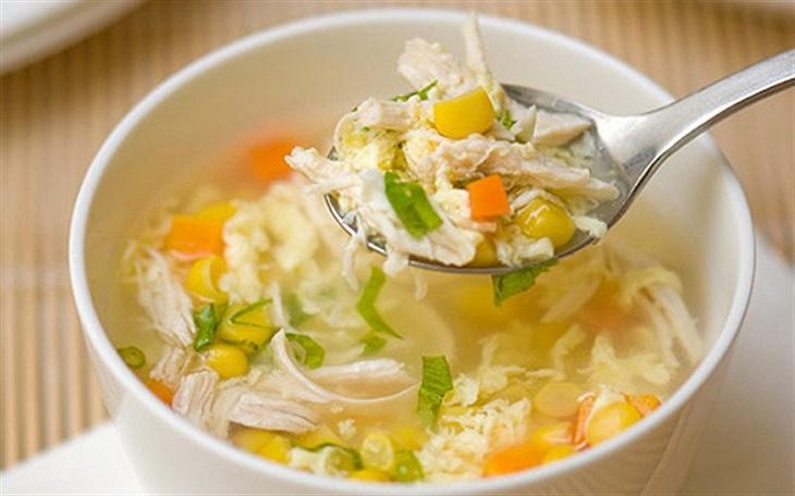 Với câu hỏi viêm amidan nên ăn gì? Các loại cháo, súp dễ ăn là câu trả lời hoàn hảo